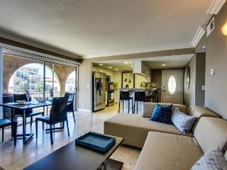 Stylish duplex with just one block from the beach! - Newport Beach vacation rentals
