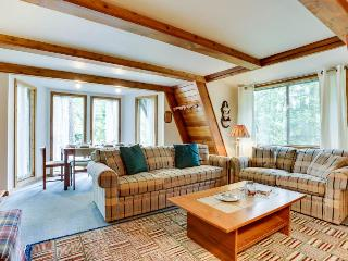 Charming A-frame right near golf, close to Mt. Hood skiing - dogs ok! - Welches vacation rentals