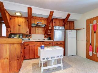 Great Boothbay Harbor location amidst shops and dining! - Boothbay Harbor vacation rentals