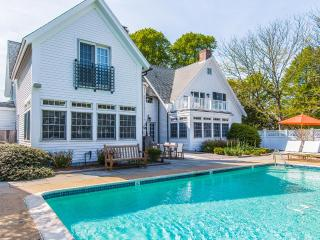 YASED - STUNNING EDGARTOWN VILLAGE LUXURY COMPOUND, HEATED POOL,  FERRY TICKETS,  CARRIAGE HOUSE, COASTAL CONTEMPORARY DECOR - Chappaquiddick vacation rentals