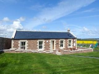 GREY CROFT, all ground floor, woodburner, parking, front patio, in Embleton, Ref 917240 - Embleton vacation rentals