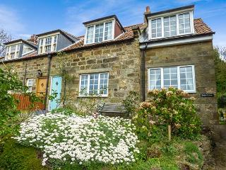 TEAPOT COTTAGE close to beach, pet-friendly in Sandsend Ref 919318 - Sandsend vacation rentals