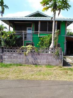 Beautiful 4 bedroom House in Papaikou with Refrigerator - Papaikou vacation rentals