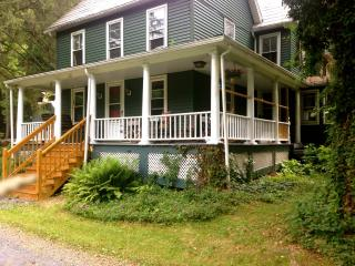 4 bedroom House with Internet Access in Coburn - Coburn vacation rentals