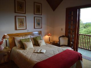 Lindo apartamento com Vista Espetacular e 3 suítes - Campos Do Jordao vacation rentals