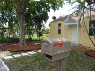 Private house with room for boat or RV. Dog friend - Hollywood vacation rentals