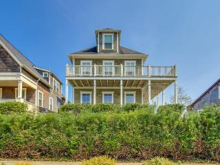 Gorgeous Olivia Beach home w/ private hot tub and shared swimming pool - Lincoln City vacation rentals