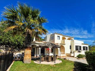 Lovely Villa with Internet Access and A/C - Santa Barbara de Nexe vacation rentals