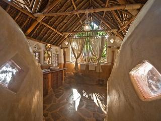 Nice 5 bedroom Tiwi Villa with Children's Pool - Tiwi vacation rentals