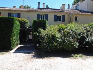 Quiet apartment near Aix en Provence - Puyricard vacation rentals