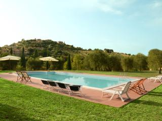 Casa Padronale Appartamento 3 camere da letto - Montiano vacation rentals