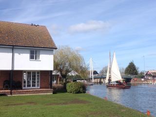 Sandringham Cottage, Wroxham, Norfolk Broads - Wroxham vacation rentals