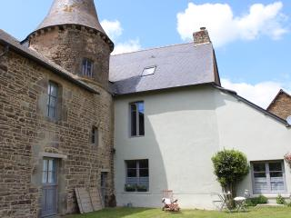 Wing of a historic 14th century manor sleeps 4 - Meneac vacation rentals
