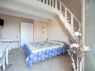 residenza a due passi dal mare camera Bianco Perla - Tropea vacation rentals