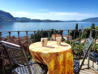 Romantic Attic in Villa with stunning Lake View - Intra vacation rentals