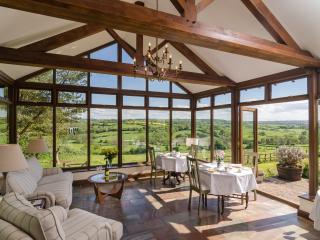 Summerhouse B&B - Oak bedroom & spa/jacuzzi - Pensford vacation rentals