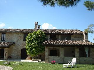 Nice Farmhouse Barn with Deck and Satellite Or Cable TV - Stella di Monsampolo vacation rentals