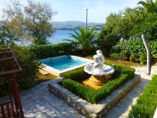 Seaside Oasis Superior 3 BR 2 BA BEACHFRONT Apt - Okrug Gornji vacation rentals