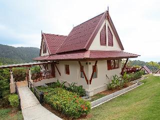 Beautiful 2 bedroom Ko Lanta Yai Villa with Shared Outdoor Pool - Ko Lanta Yai vacation rentals