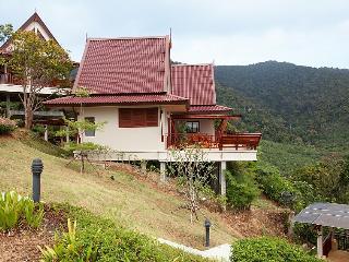 Gorgeous 2 bedroom Villa in Ko Lanta Yai with Shared Outdoor Pool - Ko Lanta Yai vacation rentals