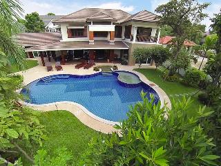 Perfect Villa with Balcony and Microwave - San Phi Suea vacation rentals