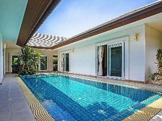 3 bedroom Villa with Shared Outdoor Pool in Bang Lamung - Bang Lamung vacation rentals