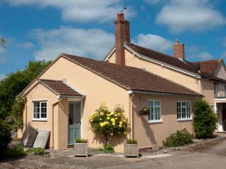 Comfortable 1 bedroom Farmhouse Barn in Sturminster Newton - Sturminster Newton vacation rentals
