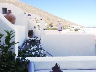 Timedrops Santorini Cycladic Villa - Emporio vacation rentals