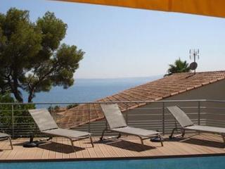 Beautiful 5 bedroom Les Issambres House with Internet Access - Les Issambres vacation rentals