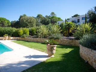 Gorgeous House with Internet Access and A/C - Saint Raphaël vacation rentals