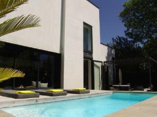 Holiday rental Villas Aix En Provence (Bouches-du-Rhône), 200 m², 4 500 € - Aix-en-Provence vacation rentals