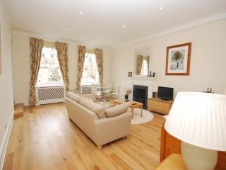 2 BEDROOM CENTRALLY LOCATED IN SOUTH KENSINGTON - London vacation rentals