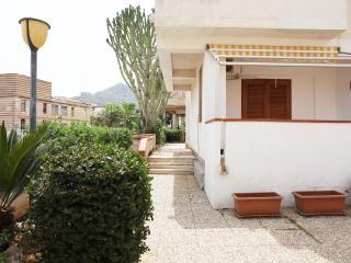 Faro Giallo, bilocale in residence con veranda - San Vito lo Capo vacation rentals