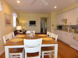 2 bedroom Apartment with Deck in Ocean City - Ocean City vacation rentals