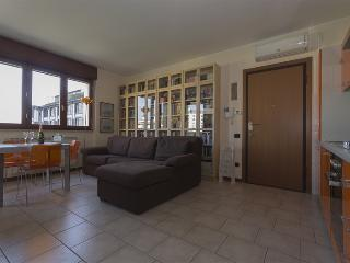 Nice 2 bedroom Rho House with Internet Access - Rho vacation rentals