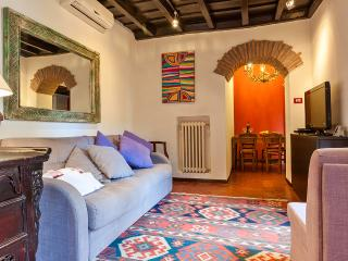 TRASTEVERE - Charming, artistic apartment in Rome - Rome vacation rentals