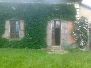 Cozy 2 bedroom Condo in Nerac with Garden - Nerac vacation rentals