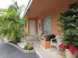 1 bedroom Bed and Breakfast with Deck in Fort Lauderdale - Fort Lauderdale vacation rentals