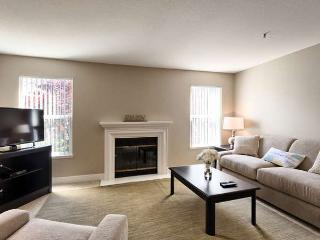 Cozy 2 bedroom Sunnyvale Apartment with Internet Access - Sunnyvale vacation rentals