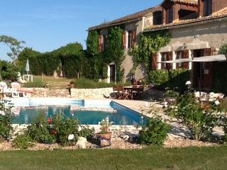 House B&B with large pool garden close to Bergerac - Bergerac vacation rentals