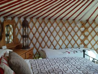 Barley Top. Mongolian yurt with private bathroom - Beaworthy vacation rentals