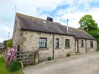 CROFT HOUSE, woodburner, pet-friendly, rural location, pretty views, near Tissington, Ref. 917526 - Tissington vacation rentals