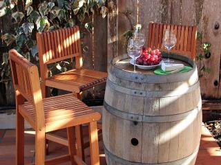 Spa, Bocce, Bbq Kitchen, Walk or Bike to Wineries - Kenwood vacation rentals