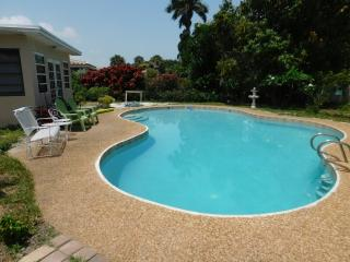 Beautiful 2 bedroom Bungalow in Pompano Beach with Internet Access - Pompano Beach vacation rentals