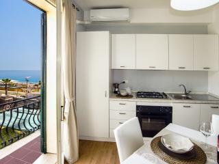 Appartamento a 5 metri dal mare - Letojanni vacation rentals