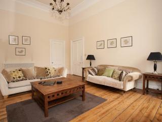 2 bedroom Apartment with Internet Access in Edinburgh - Edinburgh vacation rentals