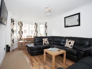 Luxury 2 Bedroom Haymarket Apartment - Edinburgh vacation rentals