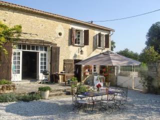 Farmhouse with terrace, gardens and pool - Montignac Charente vacation rentals
