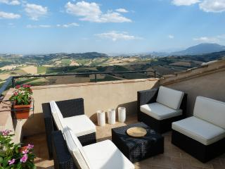 Italian Hilltop Village Retreat with Roof Terrace. - Montedinove vacation rentals