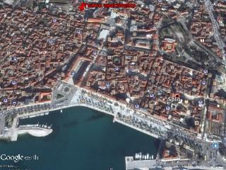 2 bedroom apartment in city centre - Central Dalmatia Islands vacation rentals